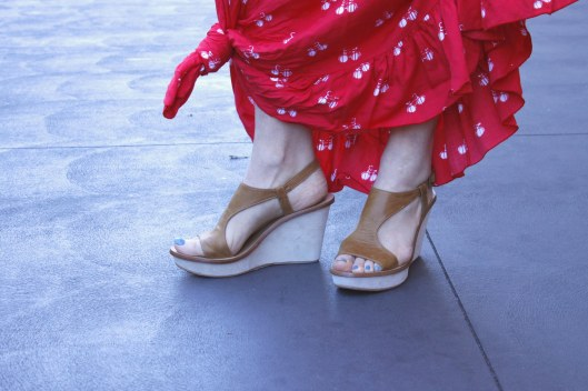 red dress tan wedges closeup