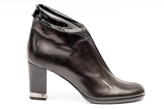 how to wear ankle boots, black leather
