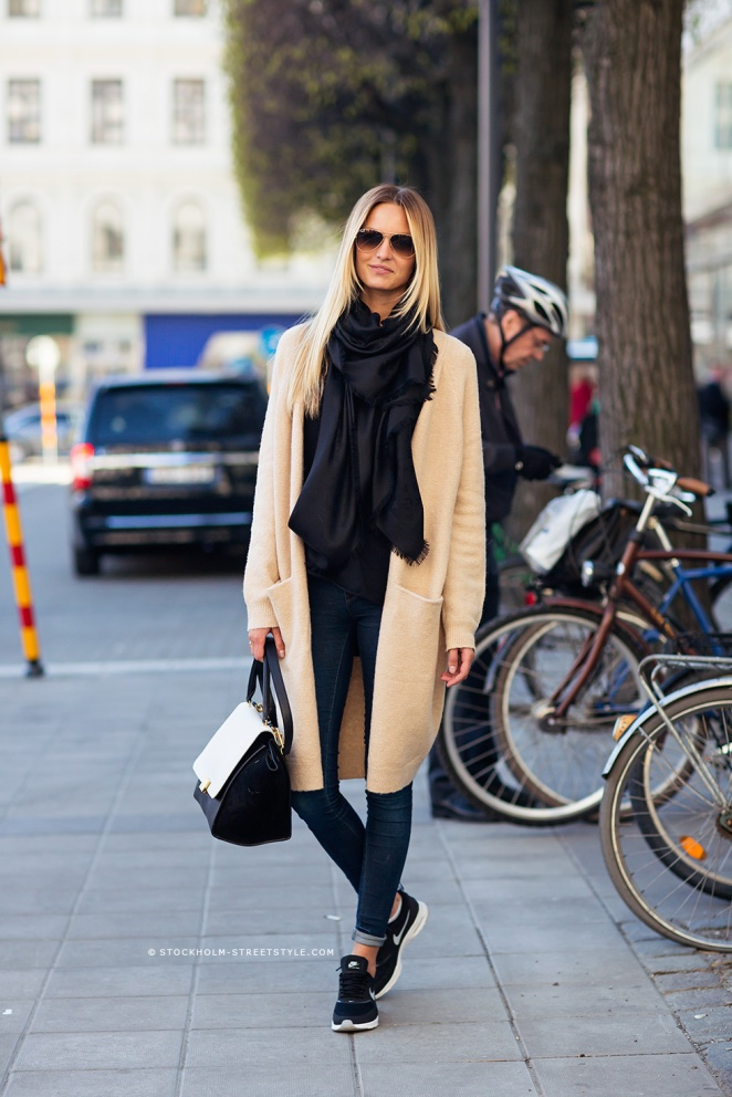 oversized cardi and jeans